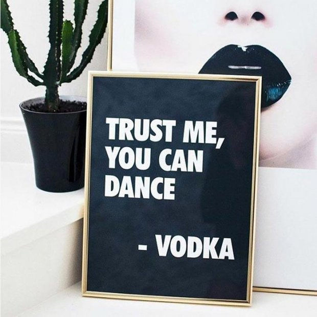 inspiration vodka poster noir goldframe